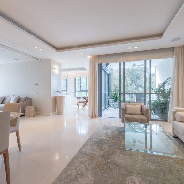New Apartment in Baka. Design: Sharonne Turen