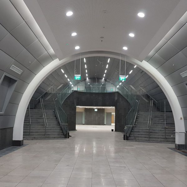 """תחנת רכבת 'האומה' ירושלים. עבודות ריצוף וחיפוי מנהרות ורציפים בהיקף 8000 מ""""ר. קבלן ראשי: אלקטרה"""